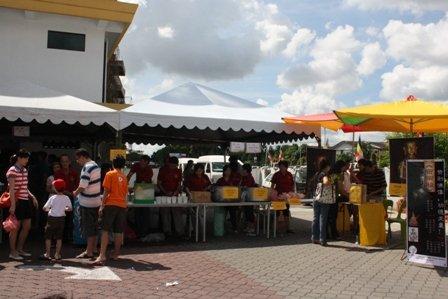 素食义卖会密宗团摊位。
